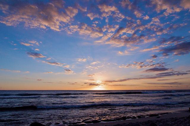 Coucher de soleil sur la plage de grande anse avec la location voiture guadeloupe - Coucher de soleil en guadeloupe ...